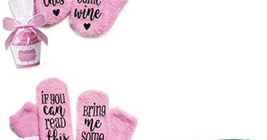 Kingcenton Wine Socks with Cupcake Gift Packaging, Pink Wine Socks Gifts with If You Can Read This Socks Bring Me Some Wine Phrase, Gifts for Women Under 25 Dollars (2 Pairs)